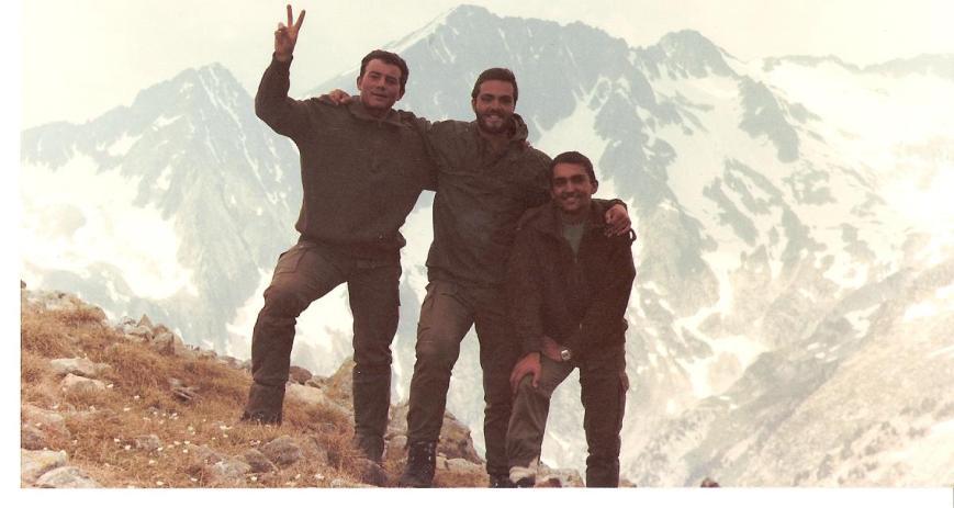 Con Paco Navarro (triunfal) y Joaquín Pardinilla... detrás las majestuosas montañas.