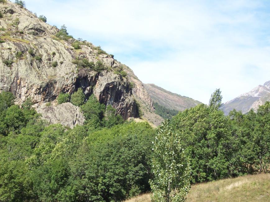 Volviendo a la margen derecha del Garona, remontando el Unhola, llegamos a las vias de Bagergue, donde tanto disfrutamos con su rappel volado.