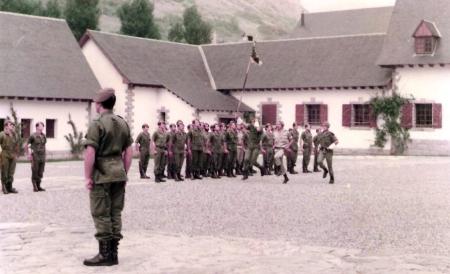 Formación en el Patio de Armas ( Jo...., mandaba la Linea)
