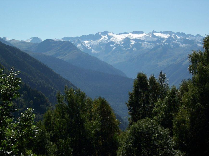 El Varradós descubre la mejor panorámica de los Montes Malditos que yo haya visto. ¿A que son bonitos?