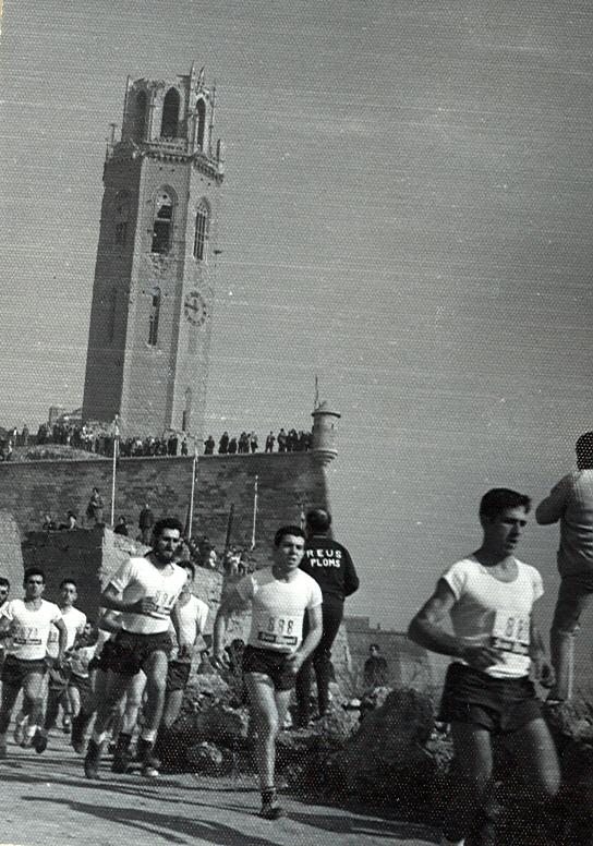 Corriendo el Memorial Perau en el circuito de La Seo Antigua, en Lérida. Bajamos para participar en categoria militar, que por cierto ganamos.
