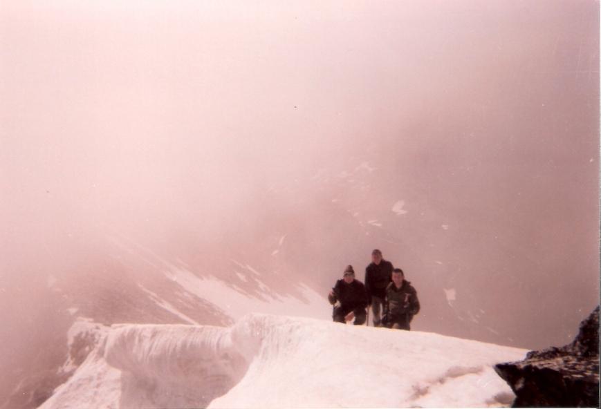 """""""Cornisa de Nieve"""" en el Pico Perdiguero, 3221 m."""