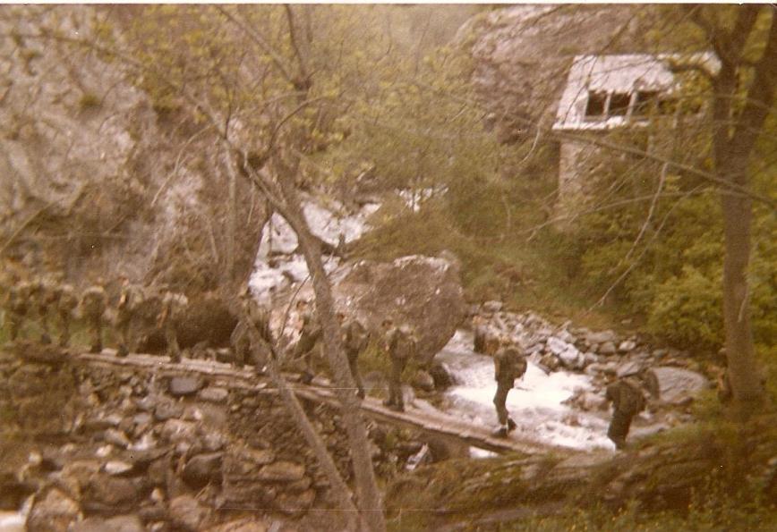 cruzando el rio en Bagergue.