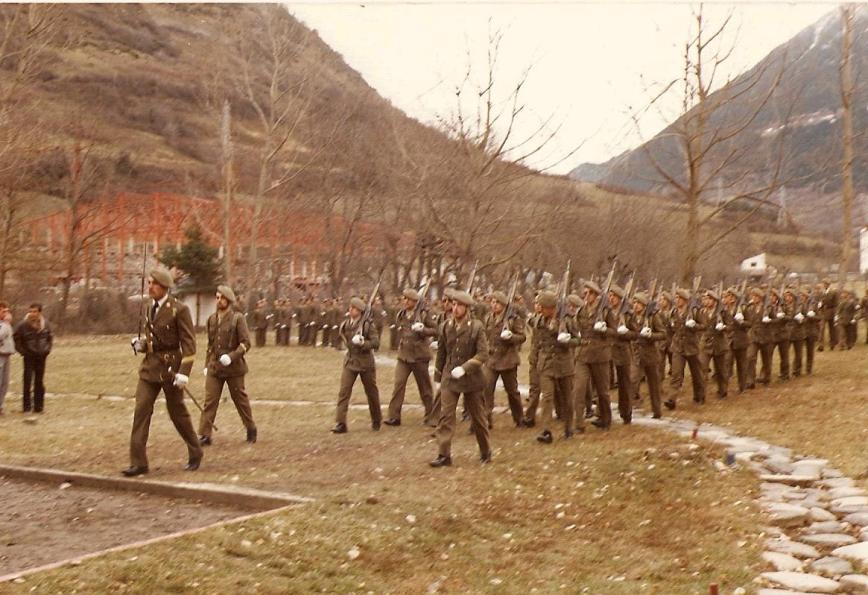 El Sargento Ontiveros sable en mano, mandando una Sección