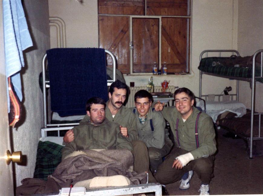 Gónzalez (siempre tenia frio), ¿Moreno? (granadino), yo y Marco Lahoz.