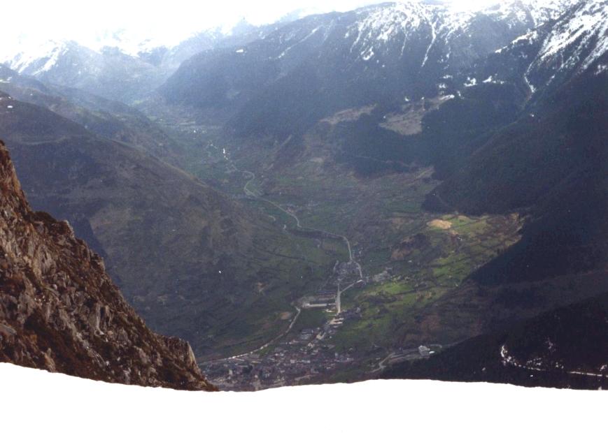 Vista del Valle desde la zona de Montcorbissun. Se puede apreciar el cuartel.