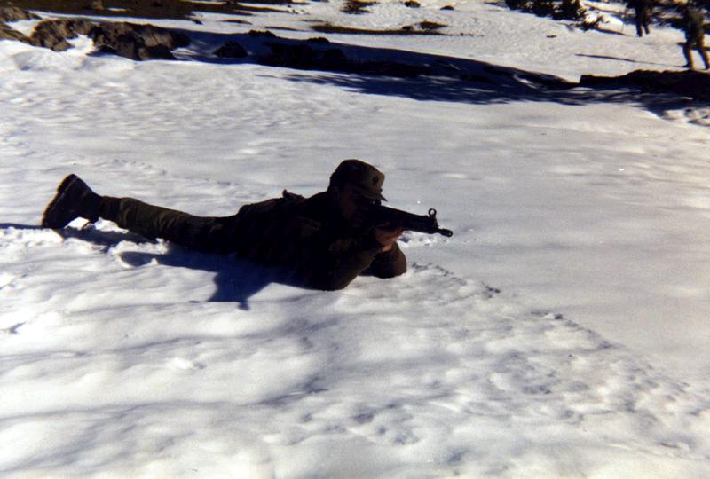Aqui me veis haciendo prácticas de tiro en la nieve