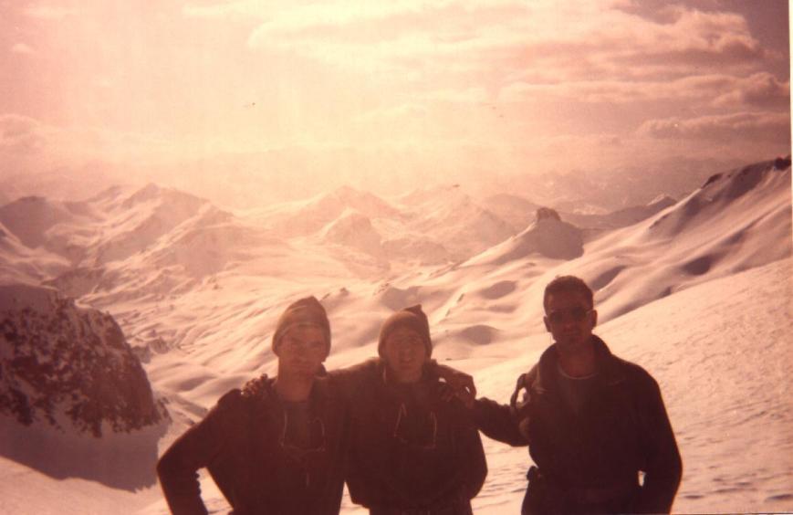 Tres compañeros en la cumbre
