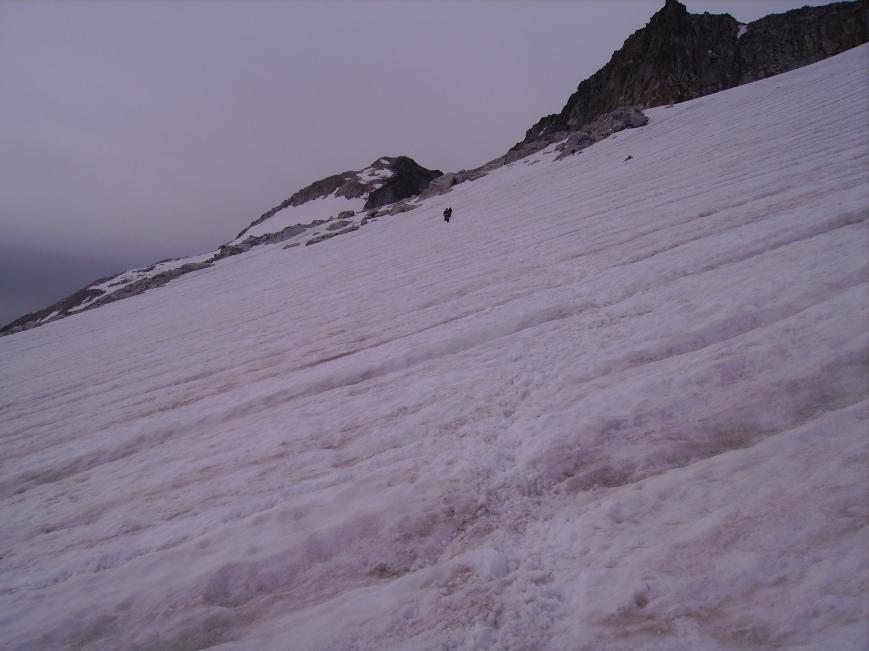 El glaciar este año con el ANETO al fondo para que recordeis