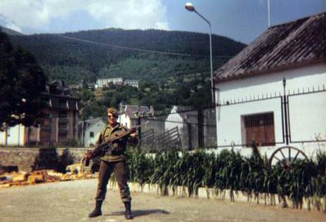 Puesto de Guardia junto a la leñera y la cuadra de mulos a la derecha