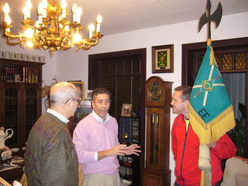 Josemaria y Oscar atentos a las explicaciones de Roberto.... el Guión parecia una extensión más de las extremidades de Oscar, le costó dejarlo...