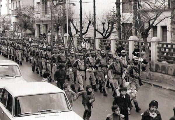 Desfilando el día de la Patrona , ¡qué marcialidad!