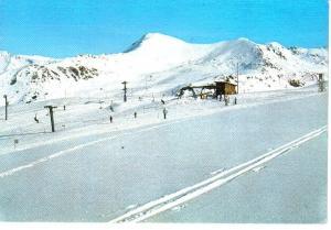 Estación de Esqui Baqueira Beret, 2480 m. de altura, al fondo tuc de Soymet y de Baciver