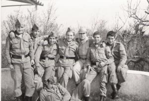 Grupo de la segunda Cia. del CIR de San Clemente en Marzo de 1975, el primero de la izquierda es Carlos Crespo, el segundo soy yo. En esta época, él sabia que su destino era Viella, yo no...