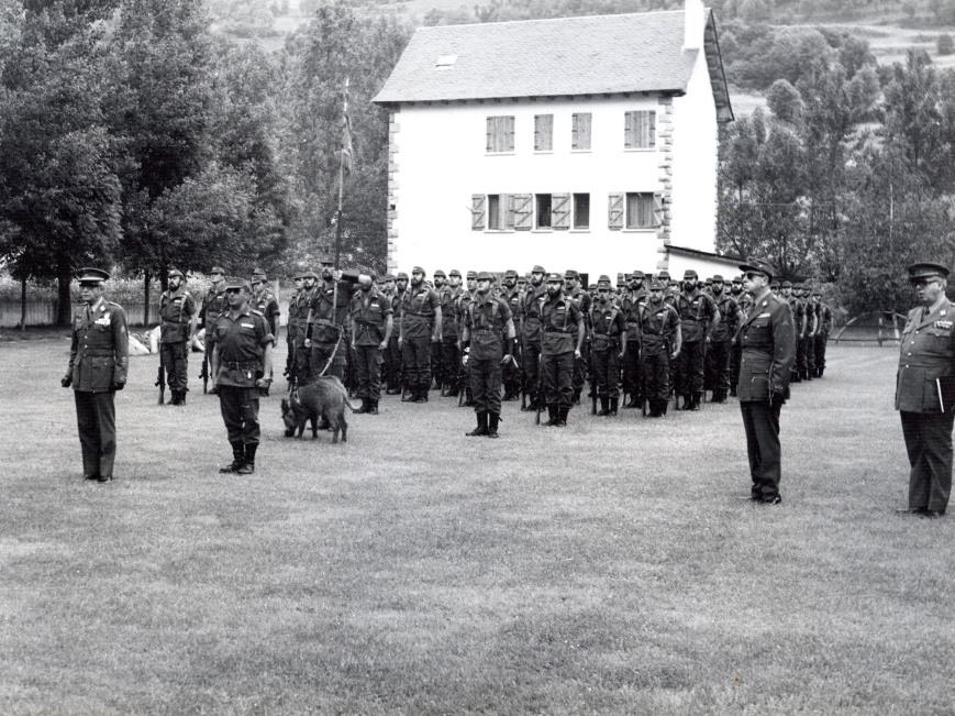 Acto a los Caidos presidido por el Capitán General D. Francisco Coloma Gallegos, a la derecha el General de la División D. Antonio Delgado, mandaba la Compañia el Capitán D. Carlos Bellet