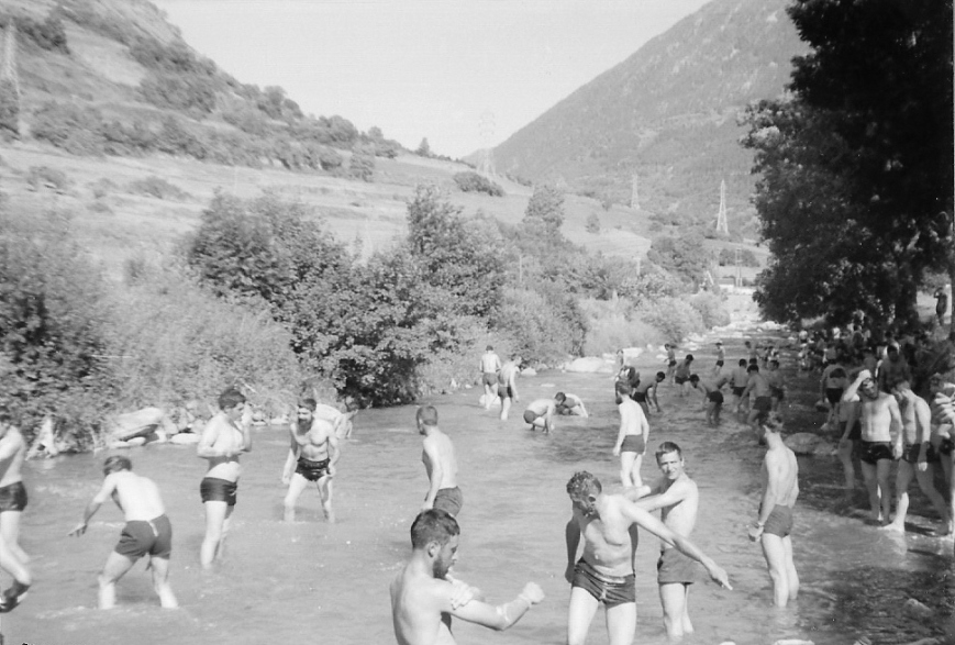 12/07/1975... Baño en el rio Garona.