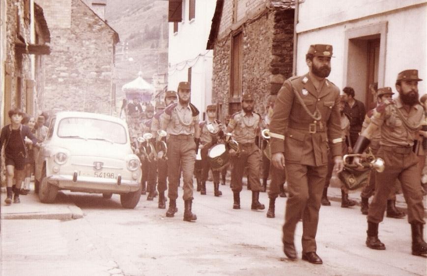 7/9/1975... La Banda por la calles de Viella.