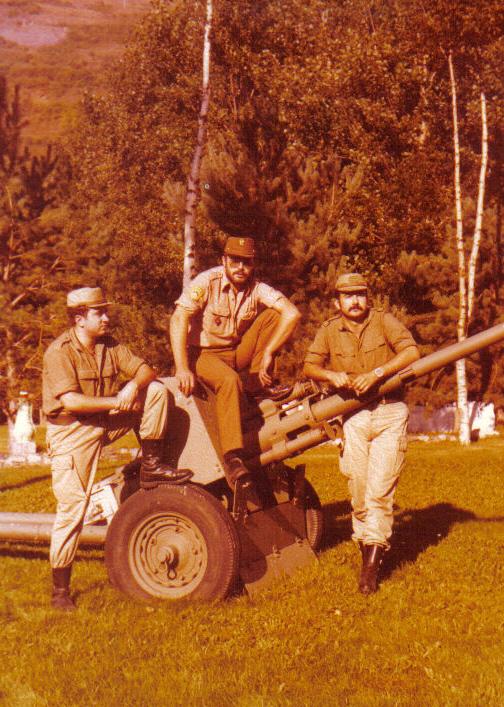 Compañeros en la pieza de artilleria, casi todos tenemos una igual...