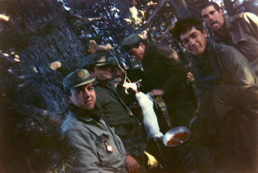 Las llagas en... supervivencia en la montaña, donde unos comiamos y otros miraban como habia que comer cuando hay hambre... ¡deprisa pués!