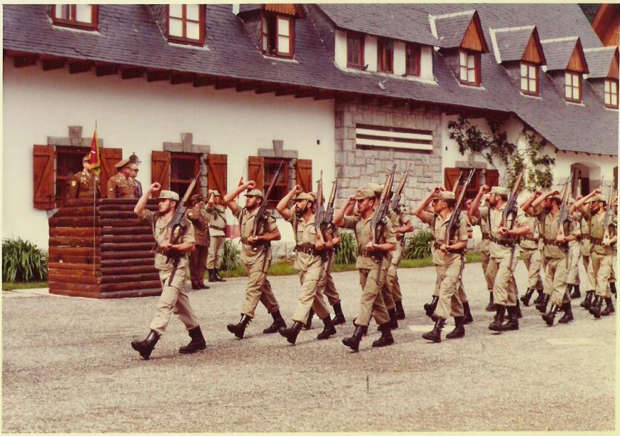 Desfile ante el Capitán General.