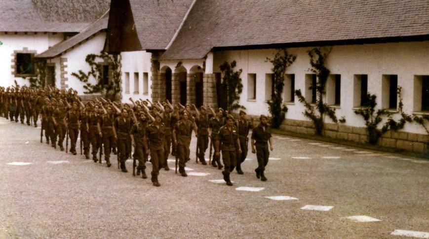 Desfile delante del Capitán General...