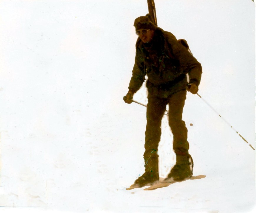 Acongojado en el curso de esqui