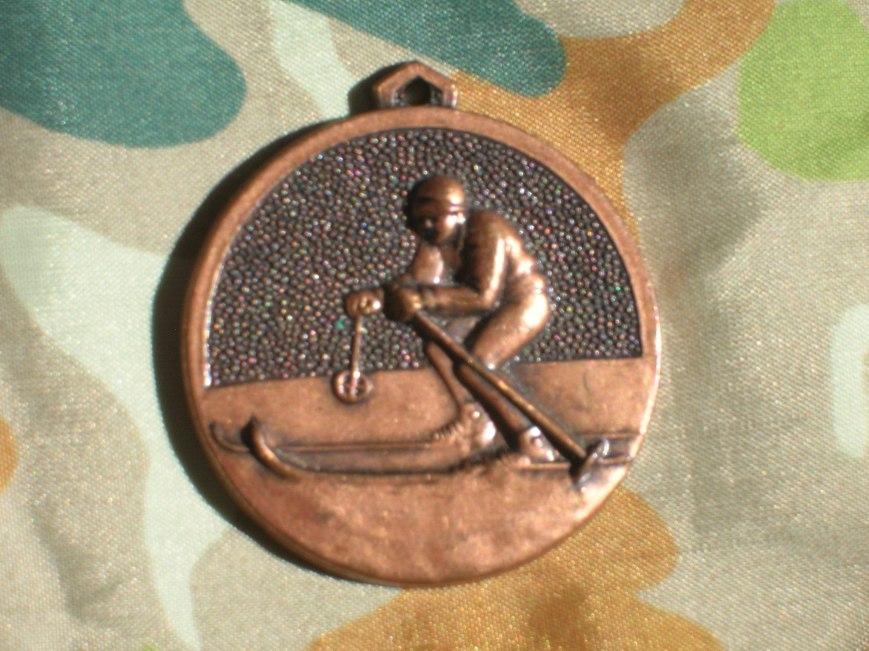 Medalla conmemorativa curso esquí 84