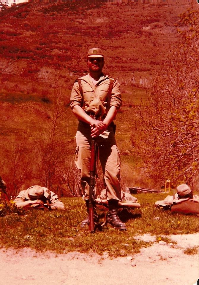 11 de Mayo de 1979. Baños de Arties. Como Cabo en un descanso en el transcurso de una marcha.