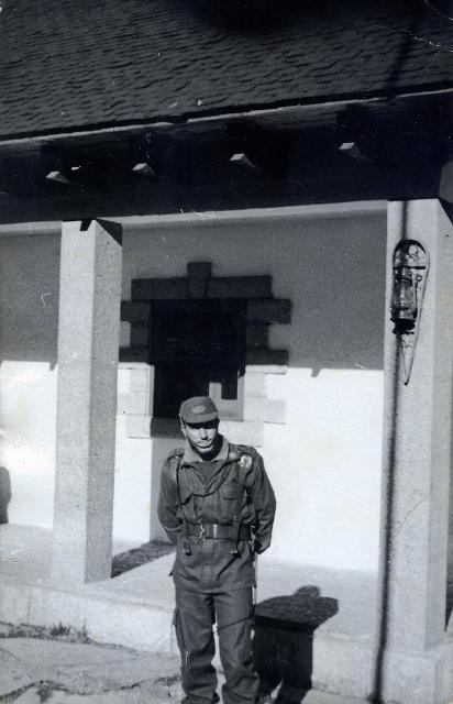 en la entrada del Cuerpo de Guardía.