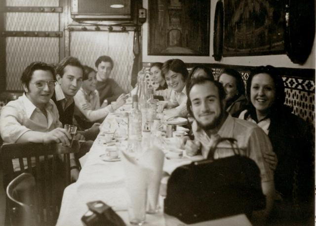 Unos meses después de licenciarme, nos reunimos en Barcelona algunas llagas de Viella, con nuestras respectivas parejas.