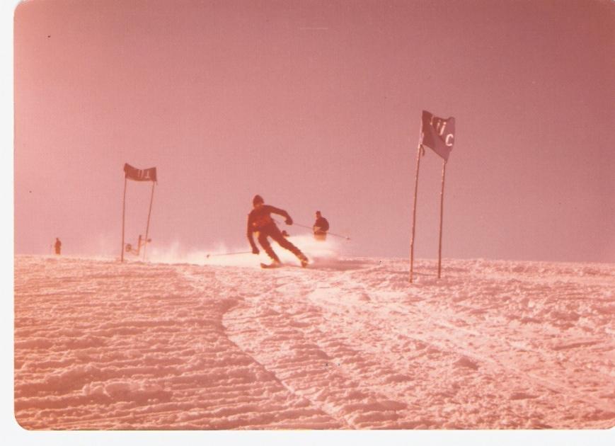 No era nada fácil girar con esos esquís.