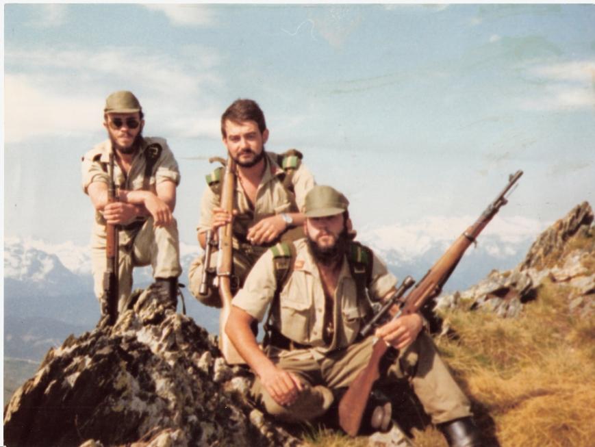 Yo en el centro, a mi izquierda Miguel Angel F. Nazabal. No recuerdo el nombre del otro compañero.