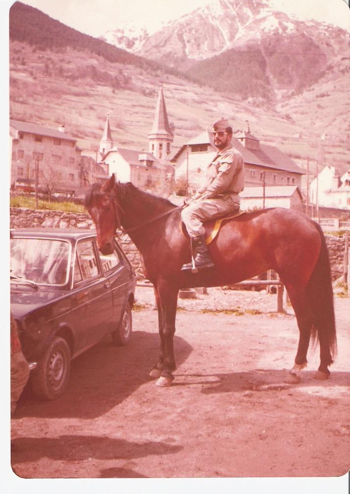 Primera y última vez que he montado a caballo; claro, que el animal no dio ni un paso.